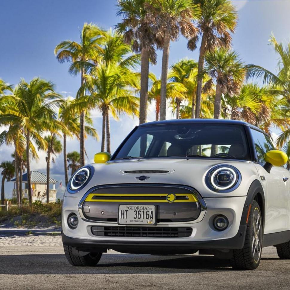 MINI-Cooper-SE-test-drive-review-32
