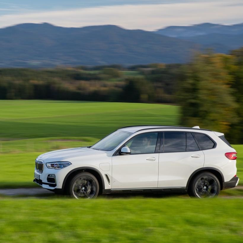 2020-BMW-X5-xDrive45e-test-drive-37