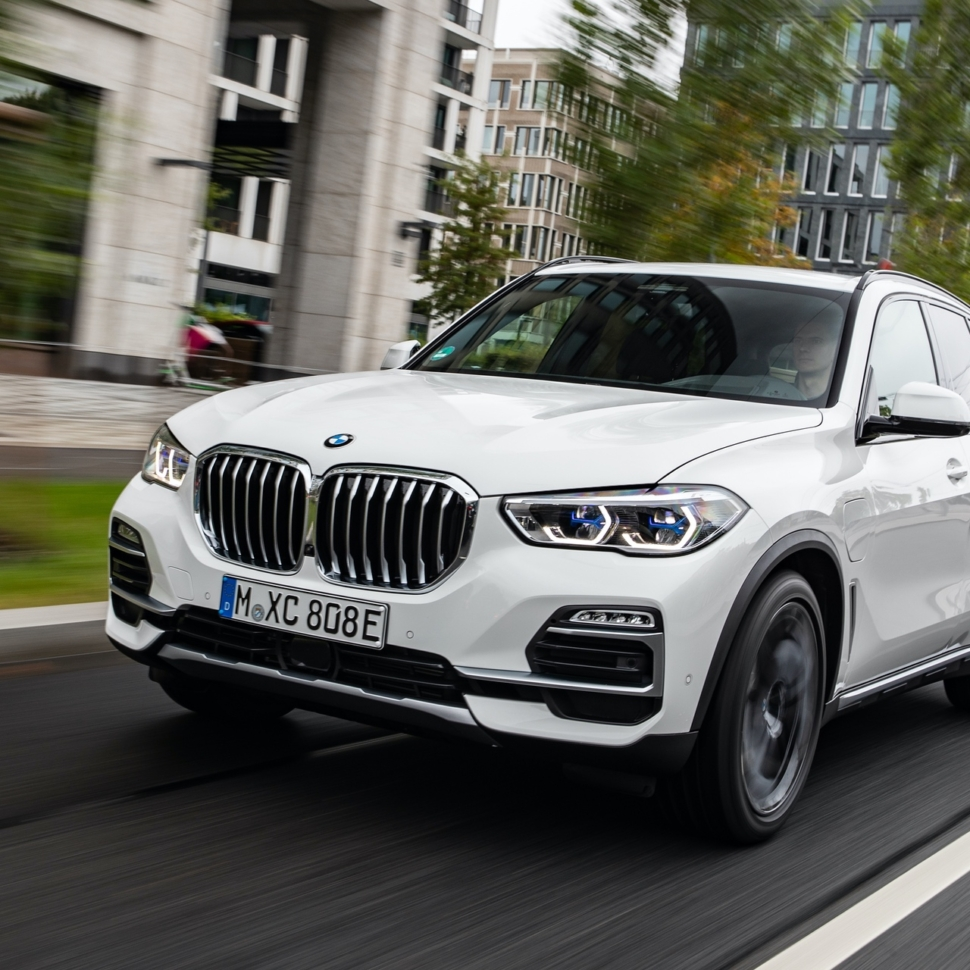 2020-BMW-X5-xDrive45e-test-drive-39