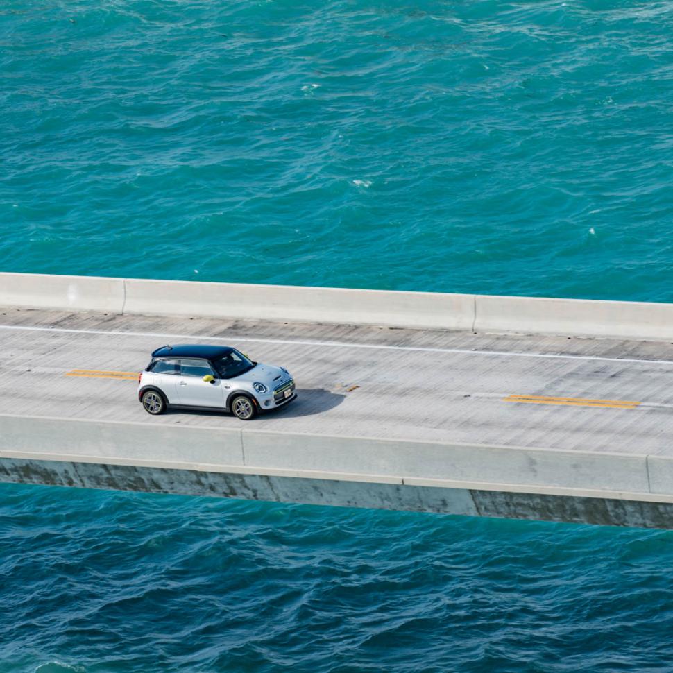 MINI-Cooper-SE-Florida-Keys-11