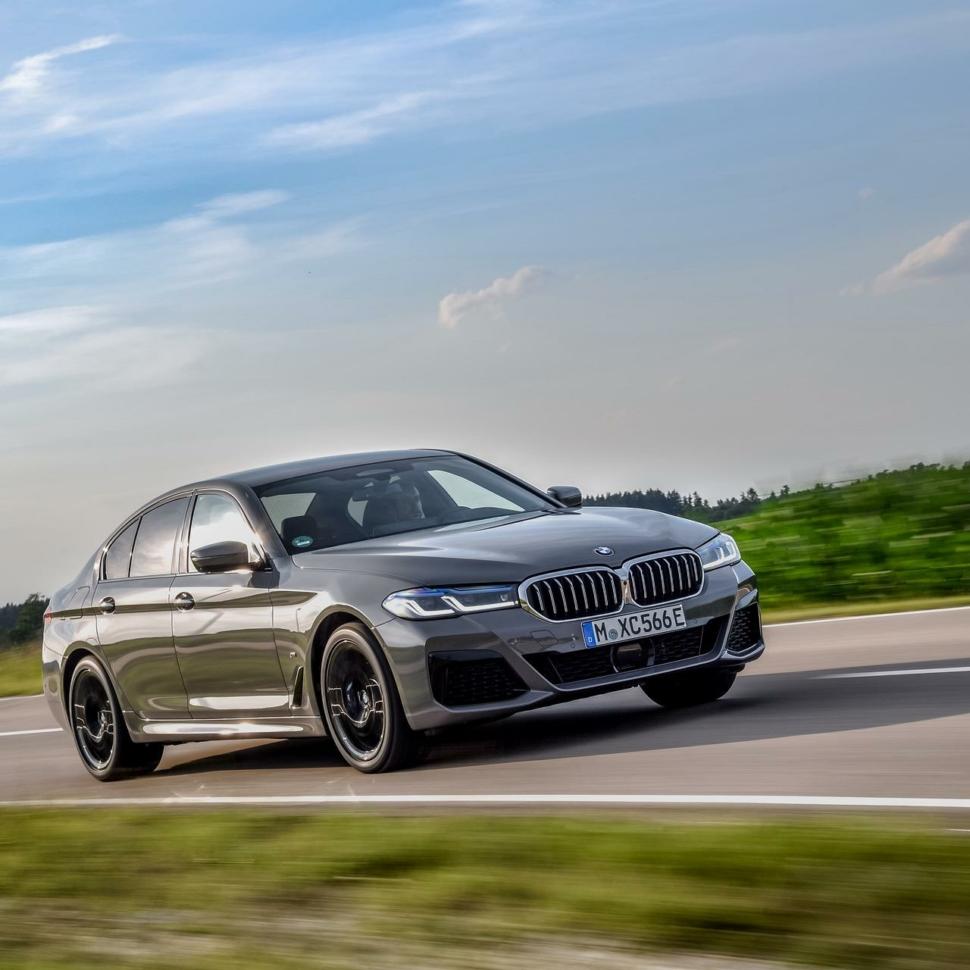 2020-BMW-545e-test-drive-review-17
