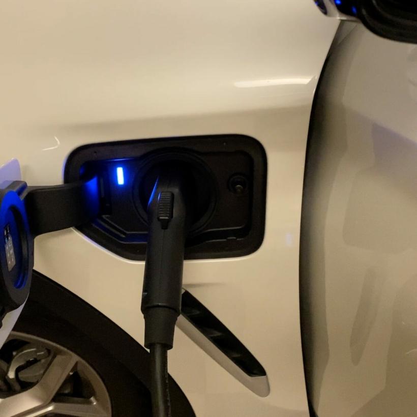 bmw-x3e-charging