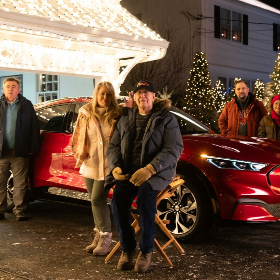 "Chevy Chase and Beverly D'Angelo reprise their ""National Lampoon's Christmas Vacation"" roles as Clark and Ellen Griswold in an updated take on one of the 1989 holiday classic's most iconic scenes – starring Mustang Mach-E.  Photo Credit: Emily Chase"