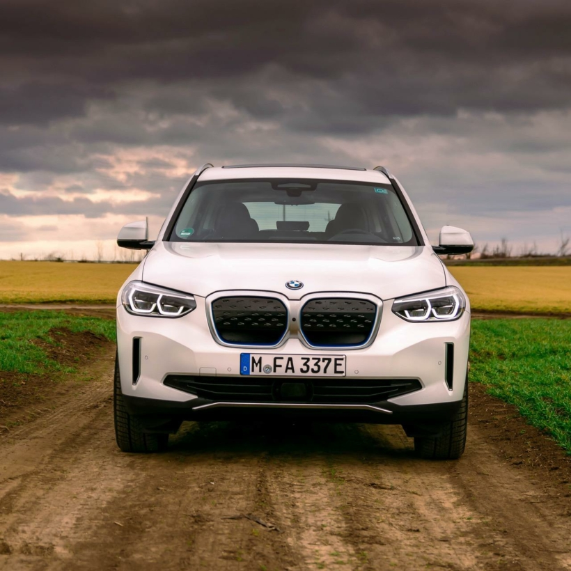 2021_bmw_ix3_review_46
