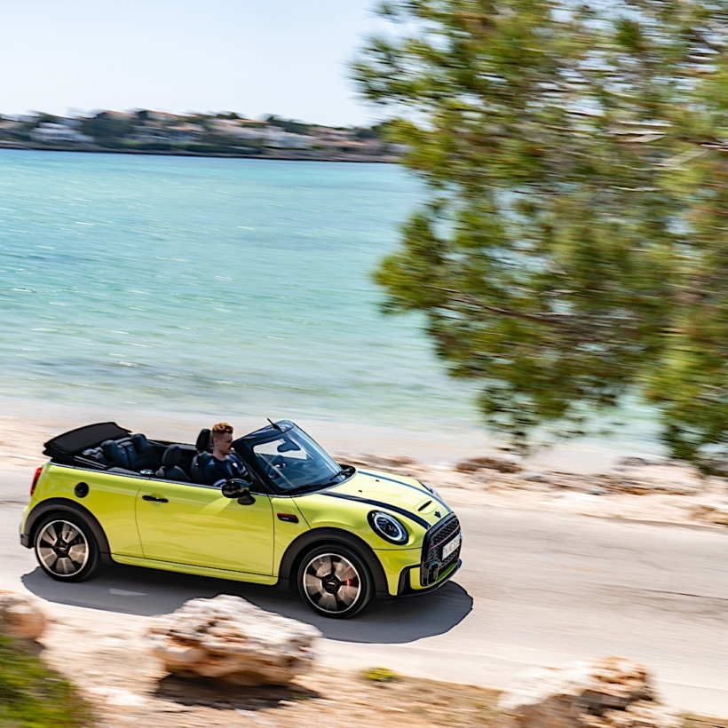 MINI-JCW-Convertible-Facelift-P90418428_highRes_the-mini-john-cooper