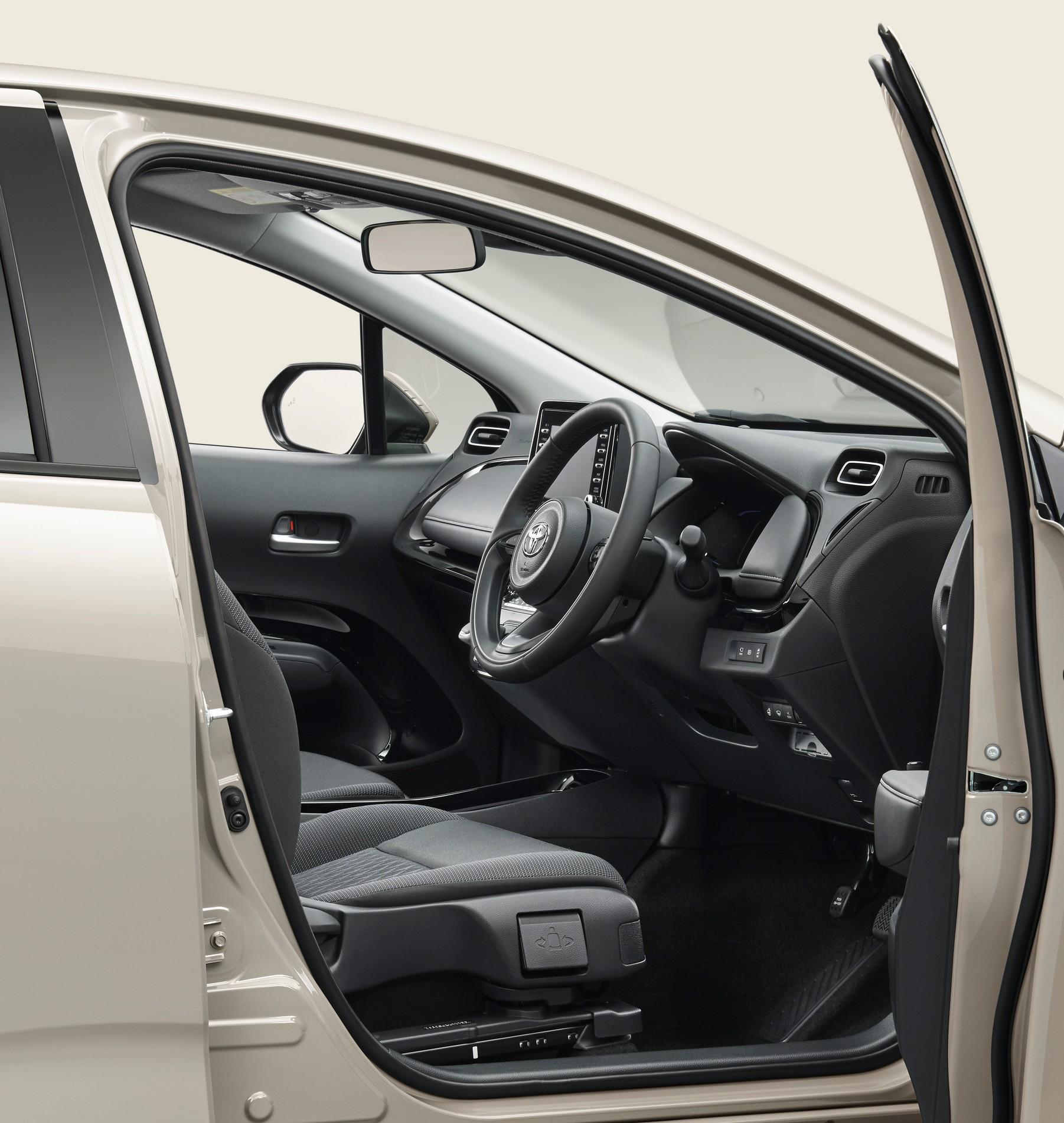 2022-Toyota-Aqua-21.jpg