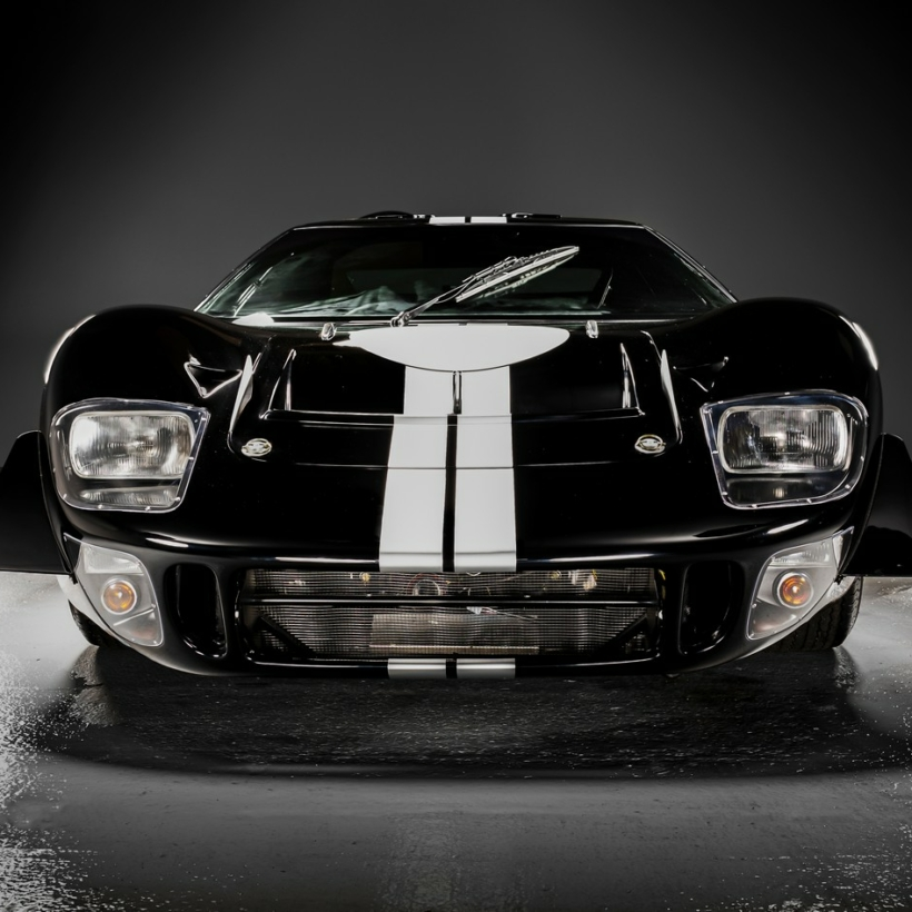 Ford GT40 electric replica by Everrati and Superformance
